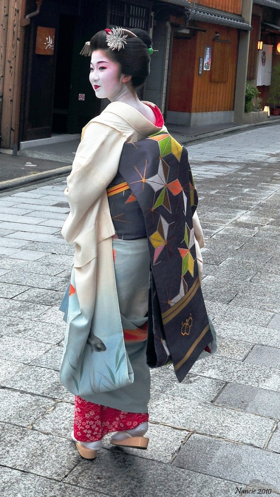 Geisha/Geiko walking in the Gion district of Kyoto, Japan